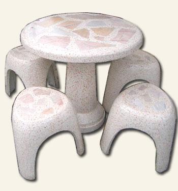 โต๊ะสามขาหินอ่อน